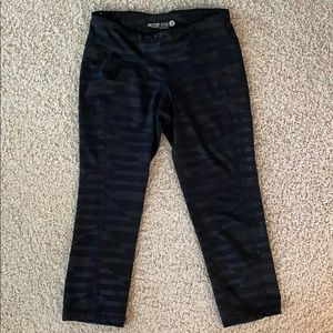 Old Navy Active Capris Size Small in EUC (Bin B)